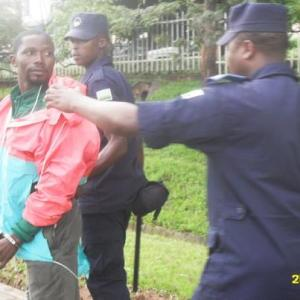 The Rwandan police forcibly stopped members of FDU-Inkingi trying to participate to the hearing of their leader at the High Court in Kigali on Monday 25 03 13.